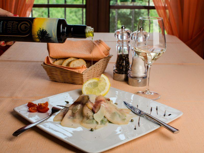 (Hrvatski) Maslinovo ulje Amfiterra – savršen spoj svih aroma bogatog tanjura